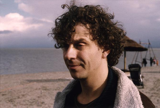 Rob op het strand van Blijburg, na een sessie met Pianosuites.